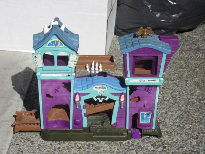 * matchbox haunted house with plastic car mat