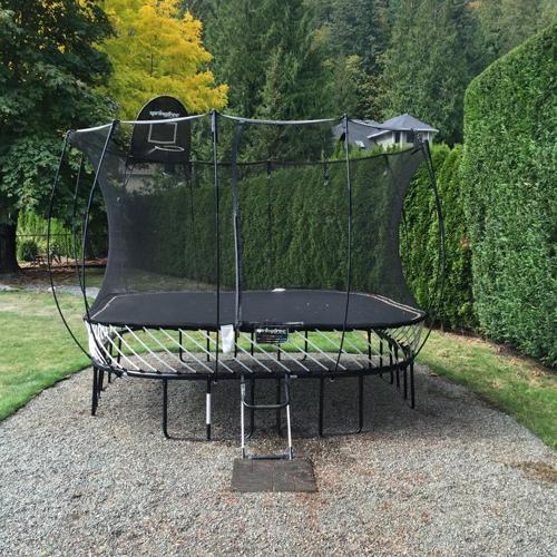 11' Springfree Trampoline with Safety Net and BBall Hoop