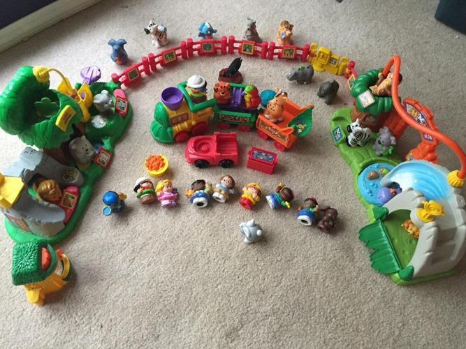 2 Fisher Price Little people zoo sets