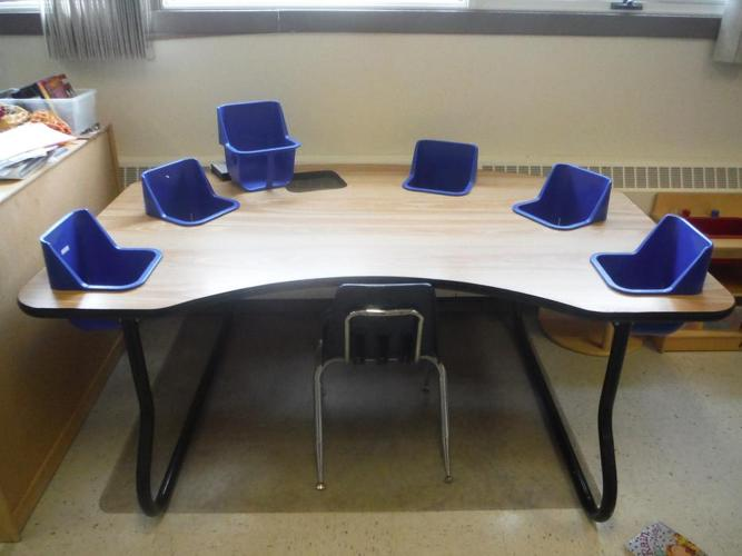 6 seat infant table