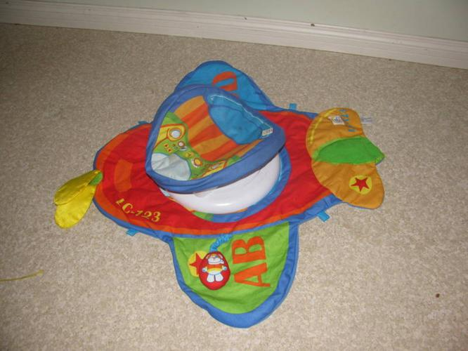 Baby flyer toy