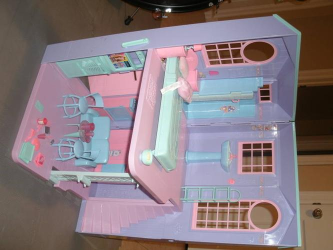 Barbie City Pretty Townhouse and Glam Auto Car