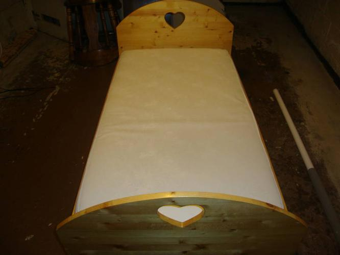 Beautiful hand made toddler bed w/ mattress