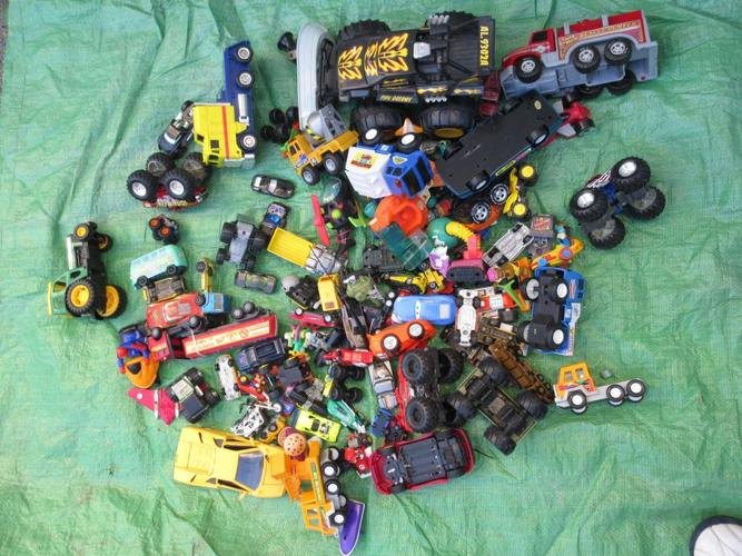 Box of 100 cars and trucks (tc)
