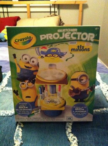 """Crayola Art light projector in """"Frozen"""" and """"Minion"""""""