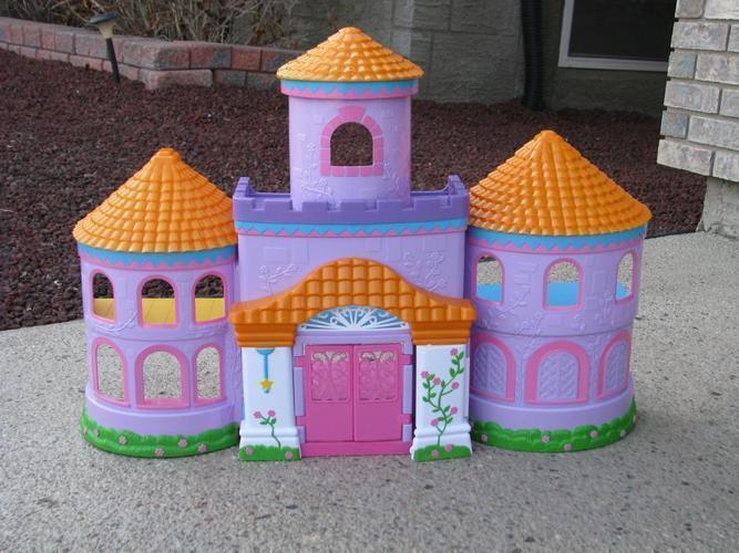 Dora Play house and accessory toys