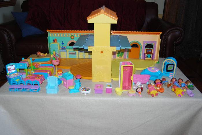 Dora the Explorer House and accessories