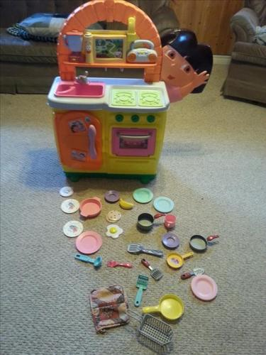 Dora the explorer Talking Kitchen Play set