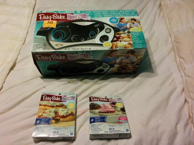 Easy Bake Oven and 2 Baking Kits