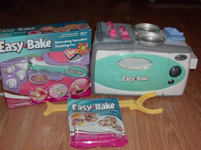 Easy Bake Oven & Snack Center With Easy Bake Frosting Pen