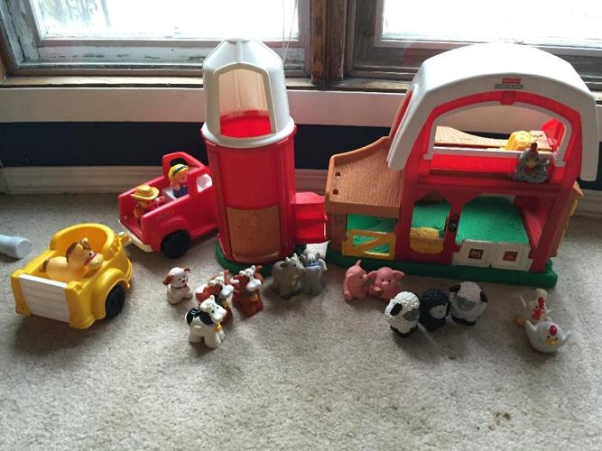 Fisher-Price little people farm barn and silo set
