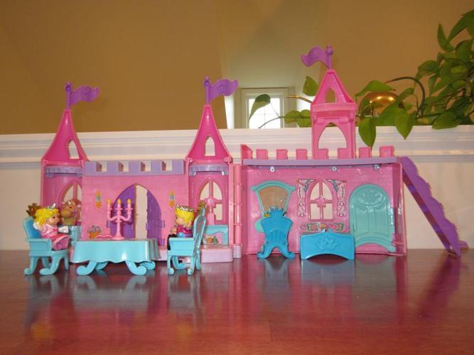 little people princess castle - 667×500
