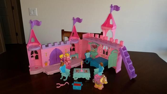 Fisher Price Ltitle People Dance & Twirl Royal Palace