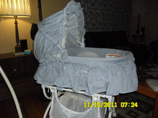 FOR SALE BABY BASSINET