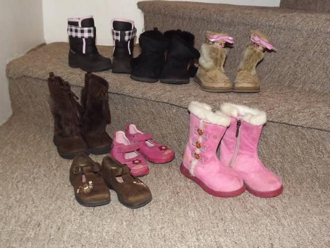 Girls Fall/ Winter Boots & Shoes size 6 (Clayton Park
