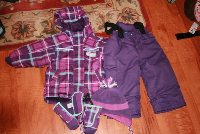Girls Snowsuit (2T) with Matching Hat and Mitts