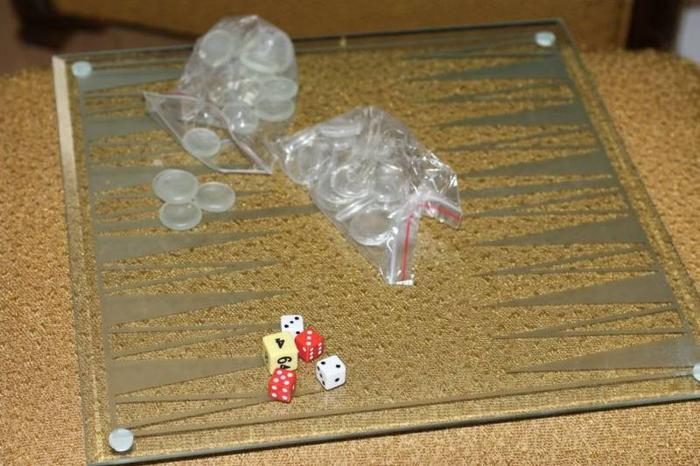 *********************Glass Backgammon Set***********************