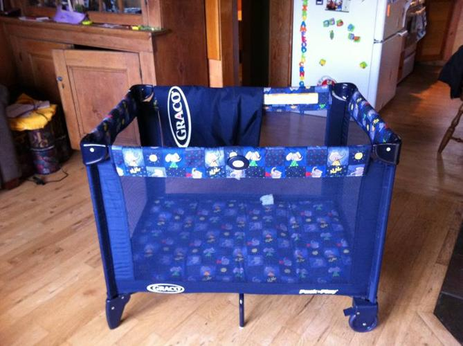 GRACO Playpen with Bassinette option - in Excellent condition
