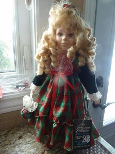 Heritage Mint Porcelain Mary Christine Musical Christmas Doll