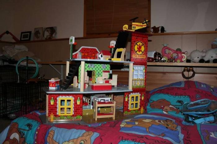 kidcraft Firestation New Condition