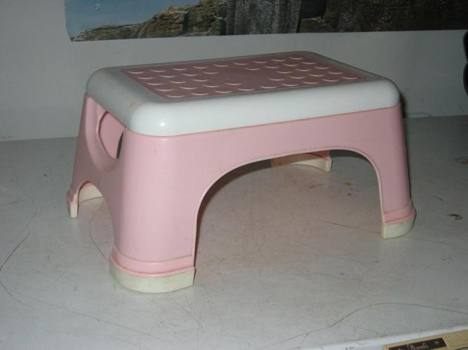 Kids pink step stool