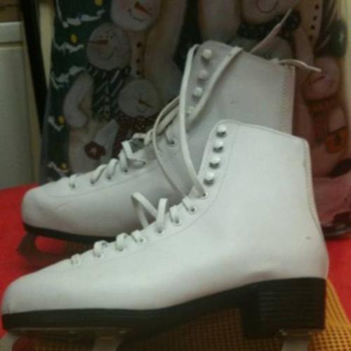 Ladie's figure skates