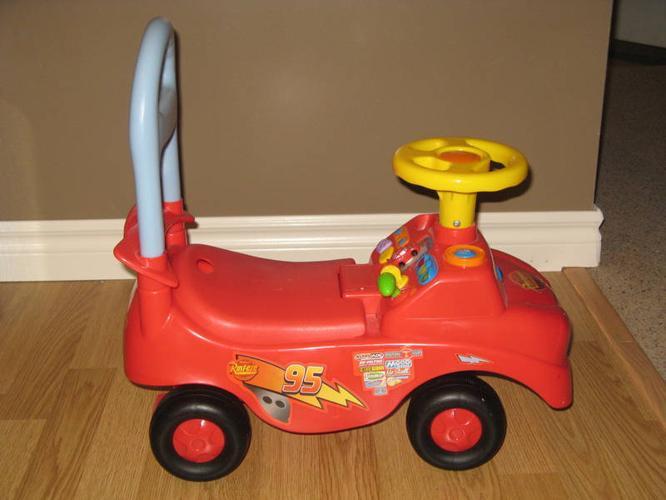 Lightning McQueen Ride-on Car
