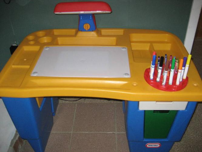 Little Tykes Light Up And Trace Desk