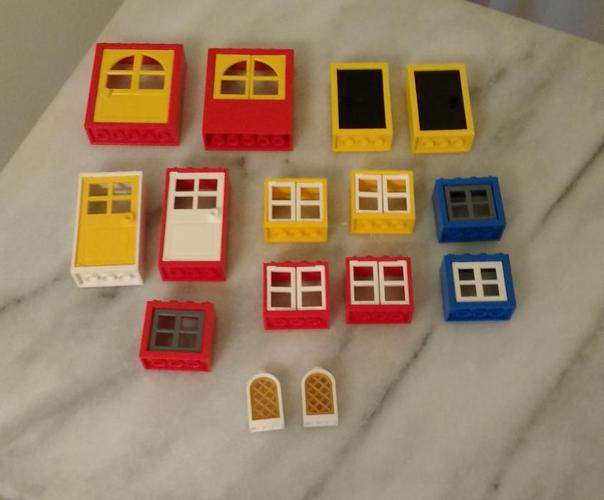 #LOT OF LEGO WINDOWS AND DOORS