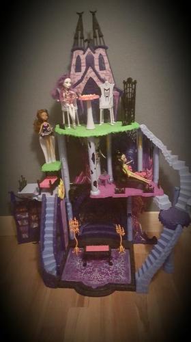 Monster High doll house/castle  70$ OBO
