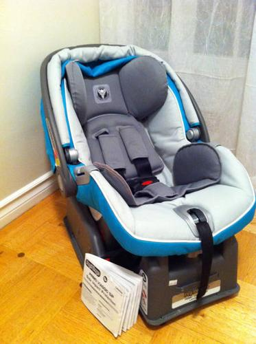 Peg Perego Primo Viaggio SIP car seat with base