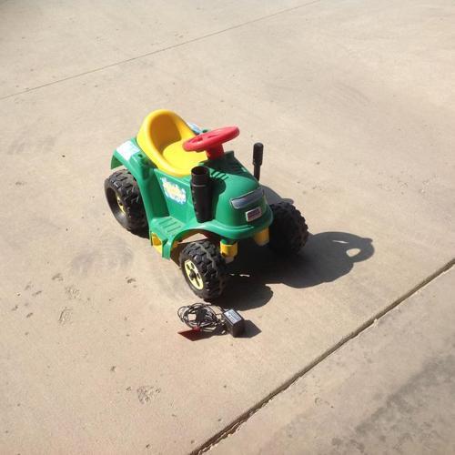 Power Wheels Bubble Tractor/Mower