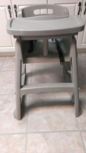 Rubbermaid High Chair - Great shape
