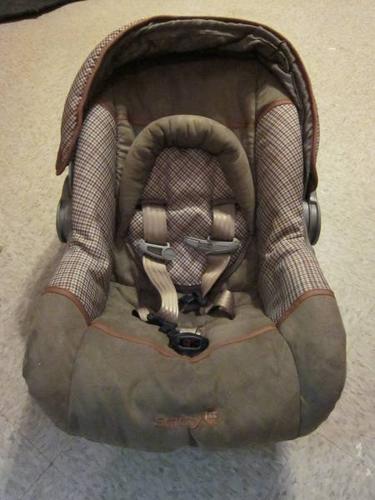 Safety 1st Designer 22 Infant Car Seat With Base