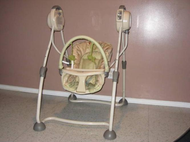 Safety 1st swing - Used 3 times - Just like NEW $40!!!!