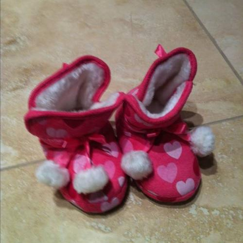 Size 8 slippers (joe fresh)