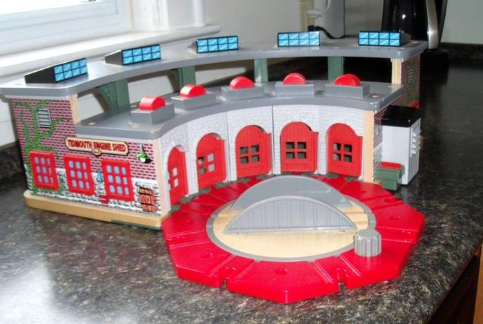 Marvelous Thomas The Train Roundhouse With Turntable For Sale In Home Remodeling Inspirations Genioncuboardxyz