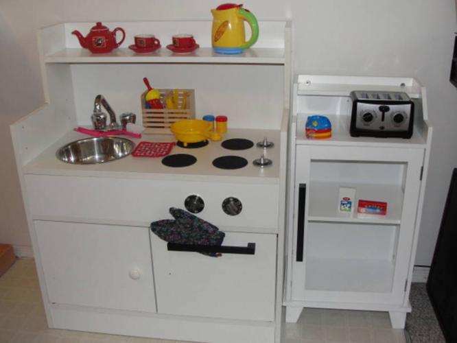 Wonderful wooden kids' toy Play Kitchen + more