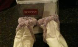 Brand new Robeez booties size 6-12 months, cream colour. This ad was posted with the Kijiji Classifieds app.