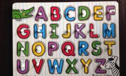 Mellissa & Doug alphabet wooden puzzle> in excellent condition.