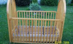 beautifull wooden bed for baby in good state