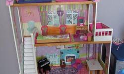 1. Maison de Barbie en bois avec meubles: 75$ / Barbie house with furniture 2. Ensemble Barbie Sea Doo: 10$ / Sea Doo set 3. Ensemble Barbie vétérinaire: 10$ / Vet set 4. Ensemble Barbie auto (rose) téléguidée: 20$ / Pink remote controlled car 5. Ensemble