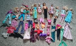 5 barbies, 1 Ken and 5 barbie kids with various outfits.
