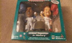 Headliners XL - Sammy Sosa #21 and Mark McGwire #25 Has been opened - everything included