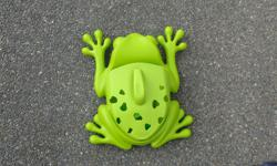 Green Boon Bath Toy Holder with Scoop. Comes with suction caps to stick to shower / tub walls as well as unused double sided tape. In great condition