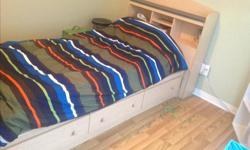 Single capitain bed in good shape with 3 drawers. Matress not included. No delivery.