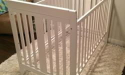 Great condition. White sleigh crib. 3 in 1, rib, toddler bed, day bed.
