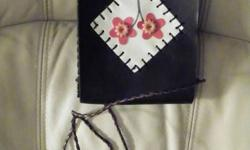 cute purse never used ...would make a great gift or stocking stuffer .