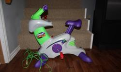fisher price smart cycle, in new condition. Included games -Dora the Explorer Friendship adventure -Great Dinosaur Adventure -Hot Wheels -Cars -Discover Dinosaurs -Learning Adventures