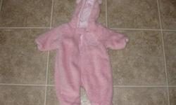 Pink 3-6 months brand name  The Children Place 5,00$ White and pink 3-6 months brand name Joe 5,00$